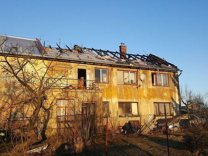 Plameny na usedlosti způsobily škodu ve výši dvou milionů korun a na vině byla zřejmě technická závada.