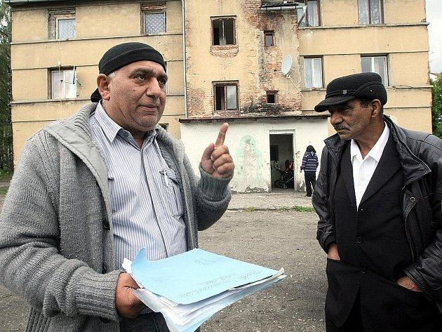 Nemáme peníze ani práci, volají obyvatelé domu v Nemocniční ulici.
