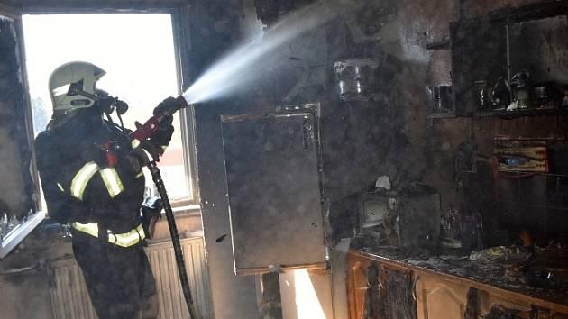 Požár v panelovém domě v Okružní ulici v České Lípě.
