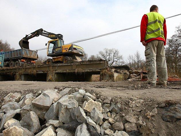 Oprava mostu v Žizníkově začala březnovou demolicí.