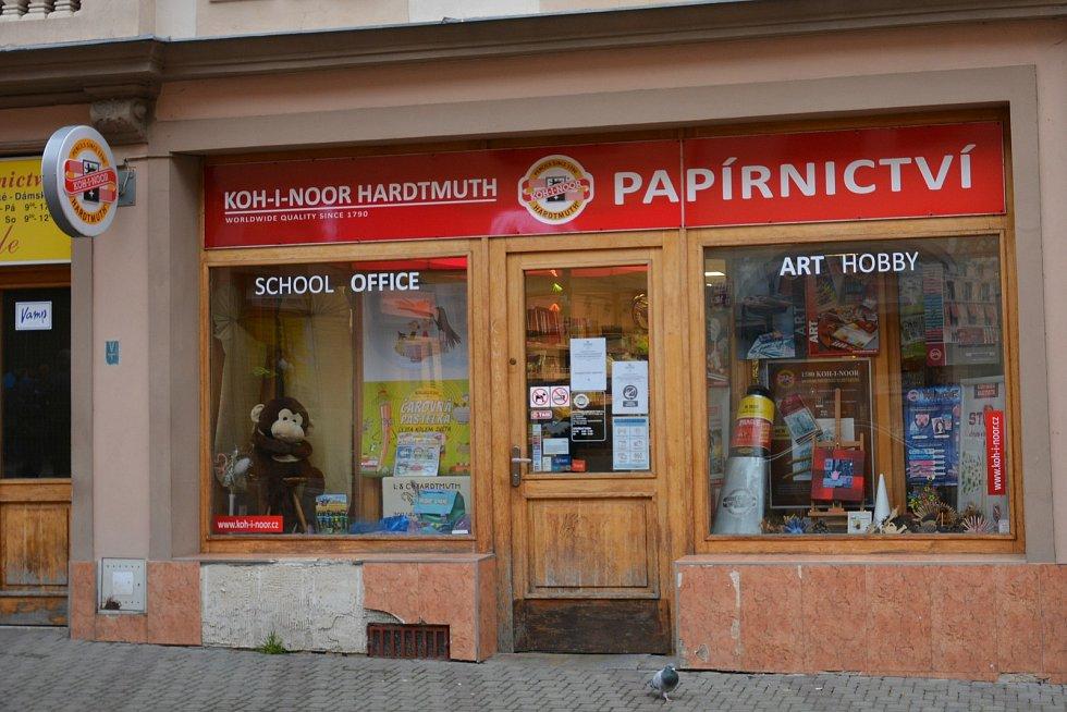 Některé obchody v České Lípě v pondělí 12. dubna znovu otevřely.