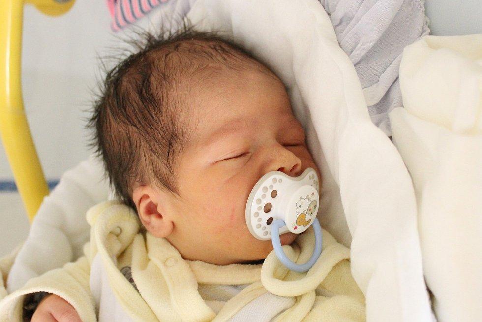 Rodičům Marcele Štrynkové a Ondřeji Bílkovi z České Lípy se ve čtvrtek 14. listopadu v 1:10 hodin narodil syn Ondřej Bílek. Měřil 49 cm a vážil 3,97 kg.