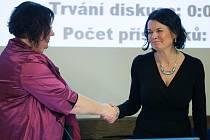 Starostka Romana Žatecká a místostarostka Alena Šafránková na ustavujícím zasedání zastupitelstva.