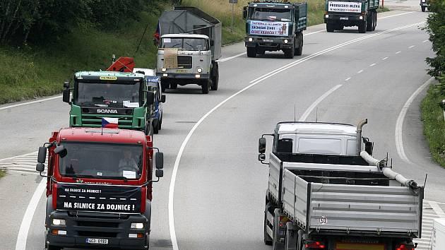 TAKHLE NE. Zemědělci a soukromí farmáři v Libereckém kraji na silnice ve středu nevyjedou. Svůj nesouhlas vyjádří letákem.