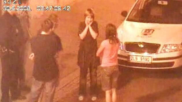 Dívky se v noci předváděly kamerovému systému