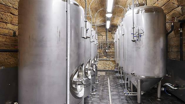 Už během nejbližších dnů začne vařit vlastní pivo skupina nadšenců ve svém minipivovaru BORN.