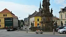 Uličky a historické centrum Zákup zatěžují stovky kamionů, teď má pomoci dokončený severozápadní obchvat města.