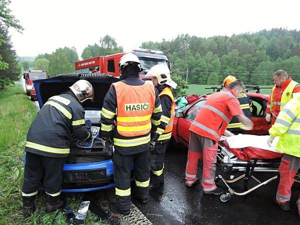 Vúterý ráno zasahovali hasiči hned utří nehod, které se staly krátce po sobě na hlavním tahu I/9 blízko obce Chotovice.