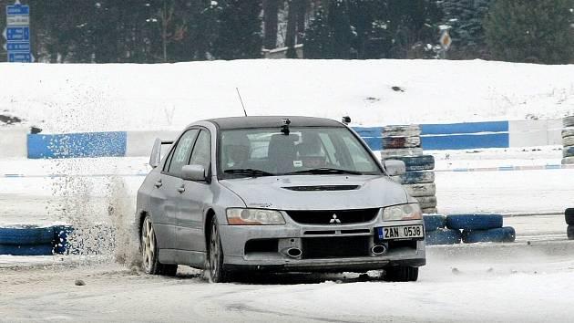Třetí díl seriálu Mogul driving cupu v Sosnové se opět uskuteční nejspíše na zasněžené trase.
