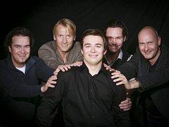 Ansábl Amarcord založili v roce 1992 bývalí členové Svatotomášského chlapeckého sboru v německém Lipsku. S přibývajícími roky a množstvím nahrávek se soubor stal jedním z předních světových vokálních uskupení.
