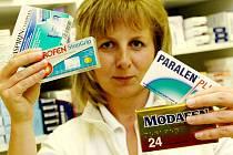 Léky s obsahem pseudoefedrinu jsou k dostání na volném prodeji jen v omezeném množství a jen proti občanskému nebo řidičskému průkazu.
