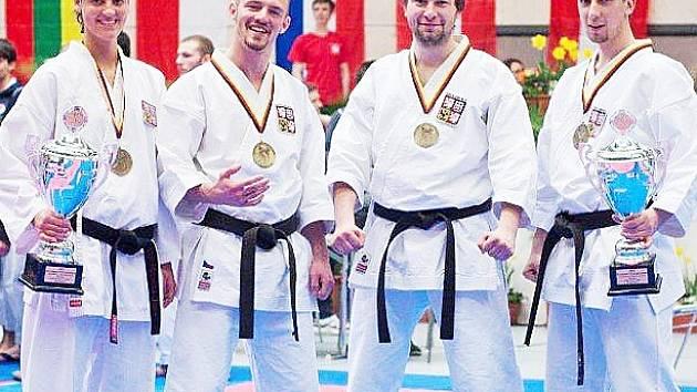 Tým klubu Sport Relax přivezl z mistrovství dva bronzové úspěchy.