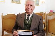 S oceněním získal Miroslav Šír i sadu stříbrných medailí šlechtického rodu Vartenberků, kterému dal jméno strážský zámek.