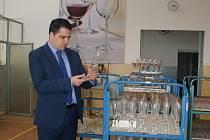 Europoslanec na návštěvě Českolipska zavítal také do novoborského Crystalexu.