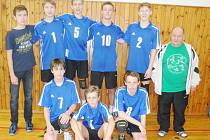 Družstvo Lokomotivy Česká Lípa složené převážně ze žáků ZŠ Lada Šluknovská hrálo mezi osmi nejlepšími týmy z České republiky na palubovce v Praze.