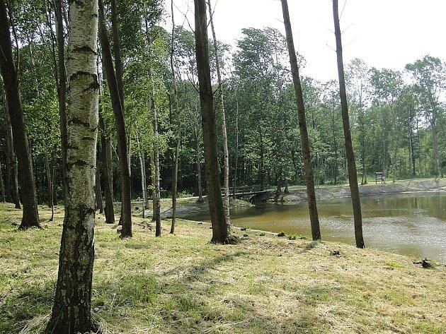 Město totiž dokončilo veškeré opravy žizníkovského rybníka a úpravy jeho okolí.