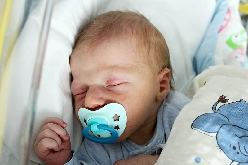 Rodičům Jarmile Krotilové a Liboru Duškovi z České Lípy se v pondělí 4. října narodil syn Daniel Dušek. Měřil 50 cm a vážil 3,31 kg.