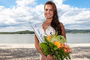 Vítězkou soutěže Dívka Máchova jezera se stala Gabriela Kozlová z Rumburku, absolventka oboru mimoškolní a předškolní pedagogika v Novém Boru.