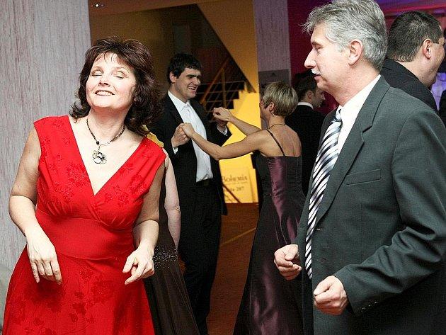 Novoborský Parkhotel hostil šestý Hejtmanský ples, který pořádal Liberecký kraj.