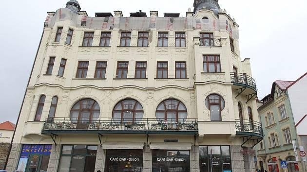 Město Česká Lípa již vybralo nové nájemníky hlavních obchodních prostor městské secesní dominanty, takzvané Unionky.