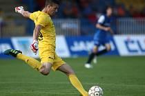 Druhé kolo Poháru České pošty se hrálo na českolipském fotbalovém stadionu ve středu 29. srpna mezi domácím Arsenalem (v modrém) a FK Varnsdorf.