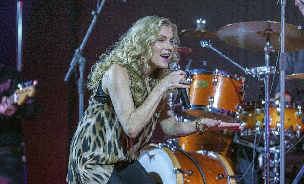 Leona Machálková během koncertu.