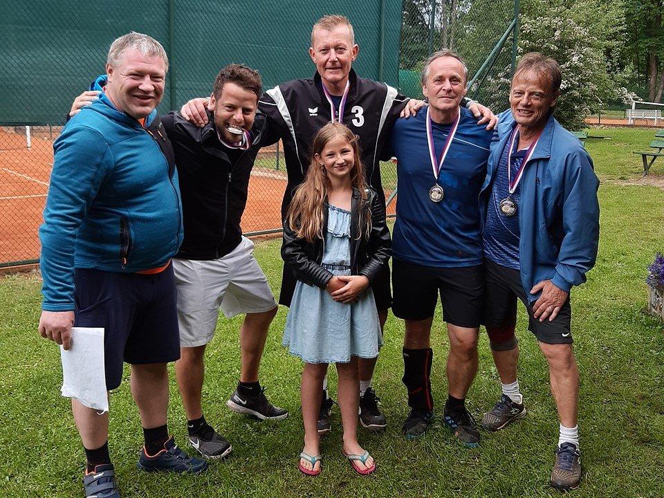 Finalisté medailové části turnaje s pomocnicí Adriankou.