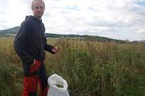 Radek Honzátko přispěchal sběračům na pomoc.