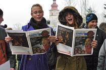 Více jak tři stovky dětí ze Základní školy a mateřské školy Mírová v Mimoni se ve středu zapojily do akce Česko zpívá koledy, kterou pořádají Deníky po celé České republice.