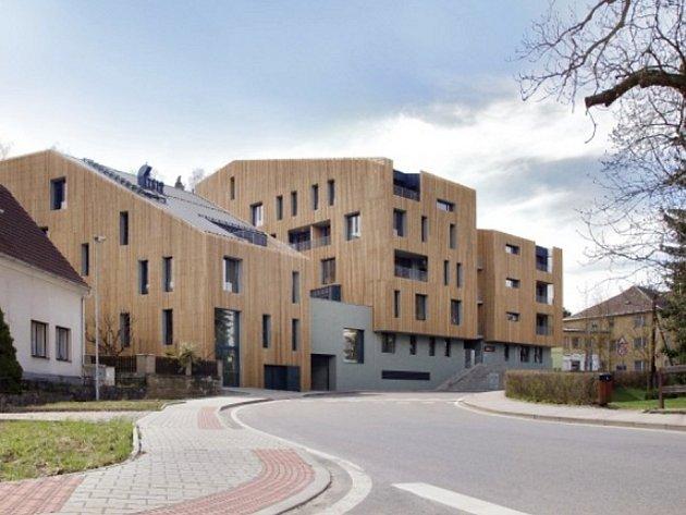 Družstevní apartmánový dům v centru rekreační oblasti Starých Splavů u Máchova jezera.
