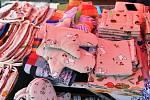 Mimořádnému zájmu lidí se těšily prodloužené farmářské trhy na Škroupově náměstí v České Lípě.