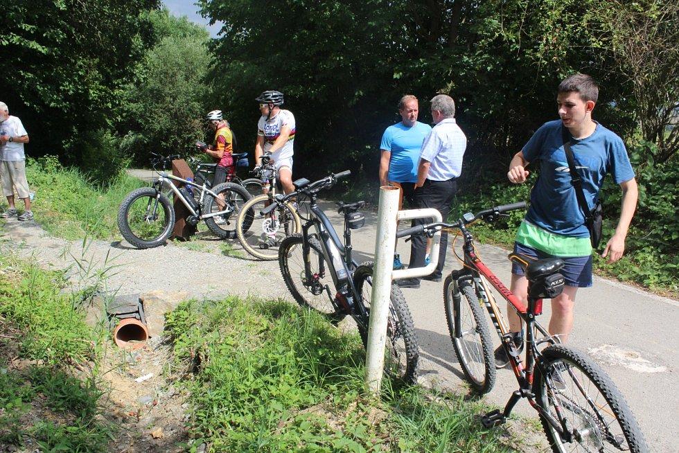Nový, 2,8 km dlouhý singltrek, byl ve čtvrtek otevřený v příměstském lese na Špičáku.