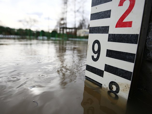 Noční déšť zvýšil hladiny řek na Českolipsku.