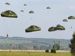 Čeští a američtí výsadkáři budou opět cvičit v bývalém vojenském prostoru Ralsko. Poprvé tu společně cvičili loni v září.