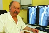 """MUDr. Petr Gutwald - """"doktor Sova"""" českolipské nemocnice, vyhlášený a erudovaný primář ortopedie."""