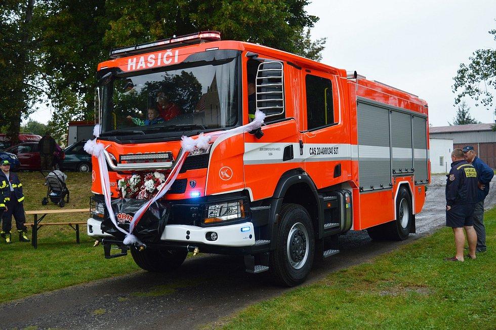 Dubá představila novou cisternu hasičů i památnou sušárnu chmele.