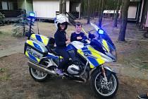 Policisté navštívili malé hasiče na Máchově jezeře.