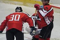 Hokejisté České Lípy se dvakrát během šesti dnů podívají do Jablonce, neboť zde v úterý úvodním zápasem začíná vyřazovací část druholigové soutěže.