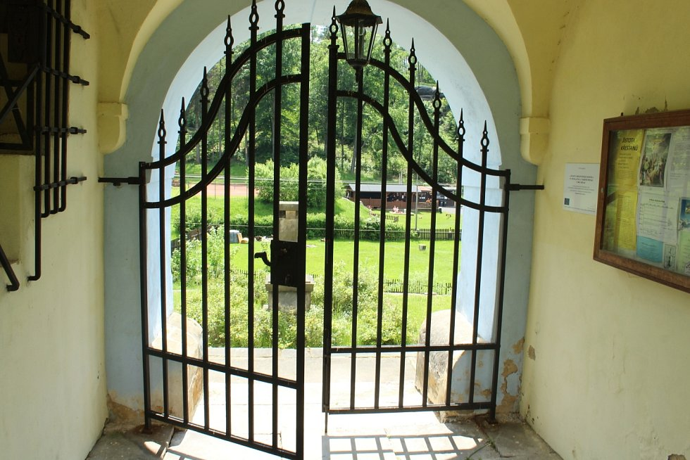 Poznáte obec na Českolipsku jen podle kostela a jeho okolí?