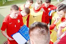 Českou reprezentaci na mistrovství Evropy v malém fotbalu dovedla k bronzovým medailím trenérská dvojice Radek Pokorný a Stanislav Bejda.