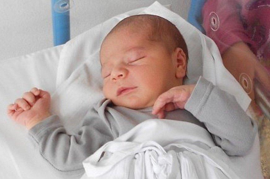 Rodičům Martině a Milanu Neugebauerovým se v pondělí 19 července v 0:35 hodin narodil syn Šimon Neugebauer. Měřil 51 cm a vážil 3,51 kg. Doma se na něj těšila sestřička Natálka.