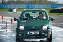 V rámci programu Jedu s dobou si pod vedením zkušených instruktorů mohli senioři zdokonalit své řidičské umění.