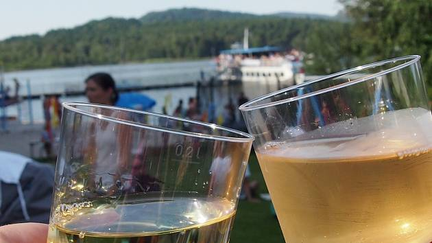 Svátek burčáku a vína u Máchova jezera se blíží.