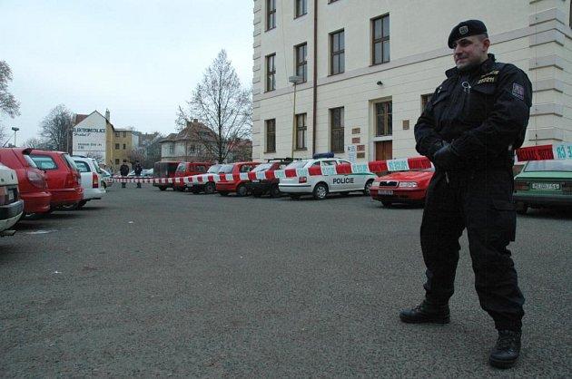 Okolí úřadu práce policie uzavřela
