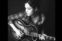 Dida Pelled se se pohybuje na rozhraní mezi jazzem a blues.
