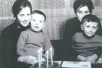 Našly se i po 50 letech? Sledujte dnes večer pořad Pošta pro tebe! Na snímku Pavla a Milada Mackovy a Jiří a Vít Vomáčkovi.