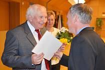 Ocenění za zásluhy o rozvoj školství v Libereckém kraji převzal Zdeněk Pokorný z České Lípy.