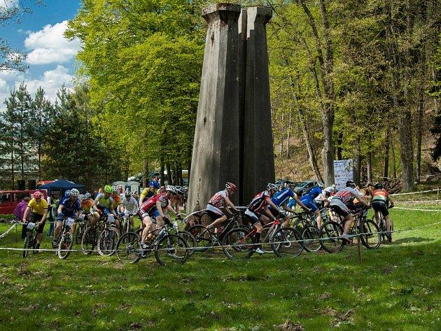 I přes náročnost některých závodů i starty velmi zkušených závodníků se na závod může přihlásit kdokoliv, kdo má horské kolo a cyklistickou přilbu.