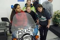 Policisté připravili pro tři desítky dětí z České Lípy zájezd do Policejního muzea v Praze.