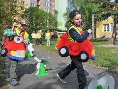 Děti z MŠ Brněnská si vyzkoušely policejní procházku.